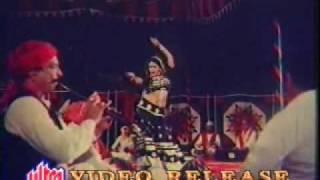 Baari umariya larikaiyaan gawanwa - Bhojpuri Mujra Song by Asha Bhonsle (Film: Balam Pardesia)