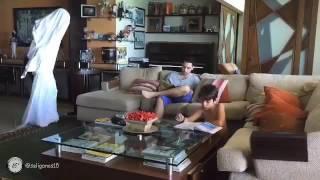 Homem Leva Susto Com Fantasma- Vídeos engraçados