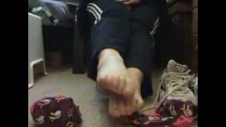 feet sniff