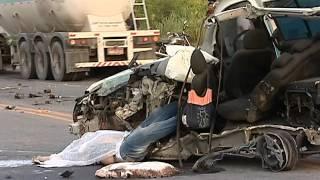 Grave acidente com ambulância mata dois na BR 101 no município a Serra