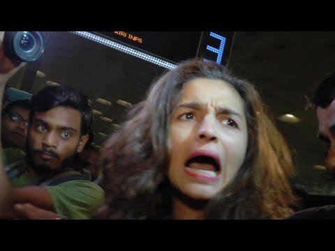 Xxx Mp4 Alia Bhatt Gets MOBBED At Airport WATCH VIDEO 3gp Sex