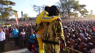 MR.SEED GETS EMOTIONAL AFTER INTRODUCING HIS MUM ON STAGE - MADE IN HURUMA CONCERT pt 2