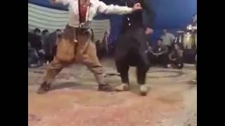 کلیپ رقص  خنده دار و شاد وسط عروسی😂خیلی باحاله😂 تا آخر بینین