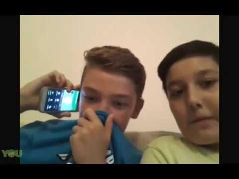 Telefon şakası yaparken annesine yakalanan çocuk Younow