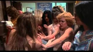 Carrie-Lo sguardo di satana. Scena mestruo sotto la doccia.