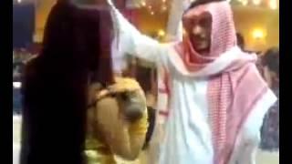 فضيحةالأمير السعودي تحت أقدام الراقصة