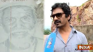 Manjhi - The Mountain Man: Nawazuddin Siddiqui Meet Dashrath Manjhi's Family - India TV