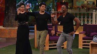 Dwayne Bravo dancing with Raveena Tandon on The Kapil Sharma Show | Oneindia News