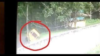 School van plunges into pond near Kochi | Exclusive Video | FIR 11 Jun 2018