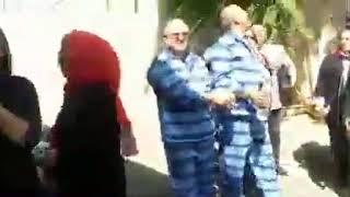 آرش کیخسروی و قاسم شعلهسعدی وکلای دادگستری جلوی زندان اوین