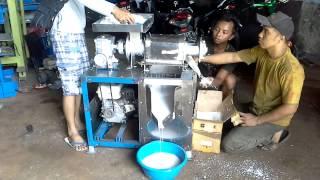 Mesin Peras Kelapa jadi Santan - Bengkel 99 Surabaya