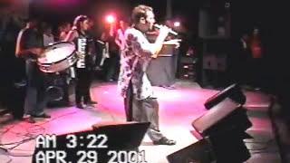 Kekê canta É Proibido Cochilar com a banda Malícia