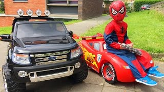 Spider-Man Conduit Voitures Cars Lightning McQueen et Ford Ranger