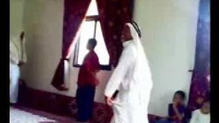 rheeb1982 شايب يرقص بيشي روعه على وحده ونص!!