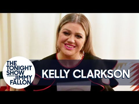 Kelly Clarkson Thinks Adam Levine Is the Funniest Person in The Voice Coaches' Group Text