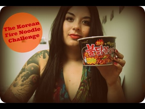 Foreigner/Waygook doing the Korean Fire Noodle Challenge 불닭볶음면