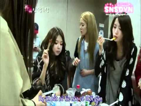 snsd eating in waiting room
