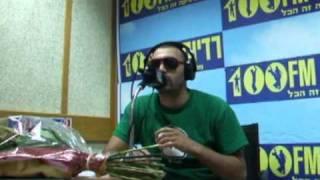 בוסקילז מבצע את הדריל ברדיוס 100FM