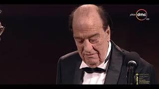 مهرجان القاهرة السينمائي - لحظة بكاء الفنان الكبير حسن حسني وتصفيق كل الحاضرين له