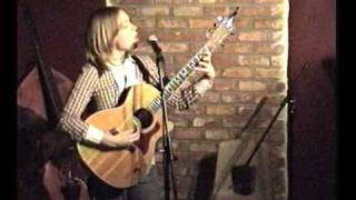 Deluxe Katrina Skalland solo-ing some Awesome at The Naked Lounge December 2009