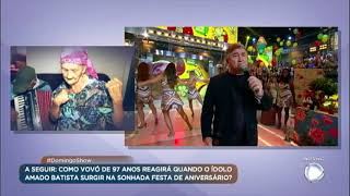Amado Batista canta sucessos no palco do Domingo Show