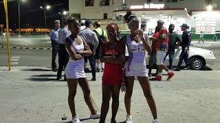 Joven Cubanos en la Noche / Cuban Youth at  Night