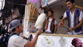 بائع الايس كريم التركي يجنن الزبون في دبي Turkish ice cream man