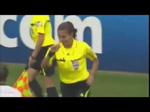 يجب منع النساء من لعب كرة القدم بعد هذه الحركة