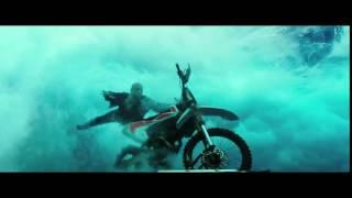 『トリプルX:再起動』Bumper Motorbike Surfing