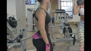 girl with awesome BUTT in spandex.