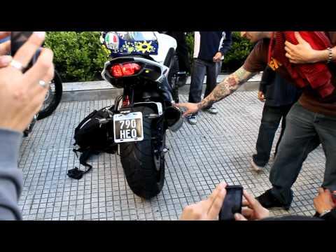 ACELERANDO MOTO DE CARRERAS SPEEDING MOTORCYCLE RACING HD 3D