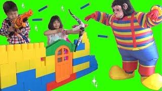ナーフ 鉄砲やカワイイ弓矢で遊びました♫ こうくんねみちゃん Nerf Gun War! Protect the Fort