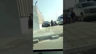 القبض على قائد السيارة الذي قاد مركبته على رصيف ممشى
