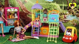 Bebés LOL Surprise y Mama Barbie Se Van al Parque a Jugar
