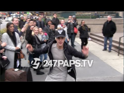 Exclusive Justin Bieber SkateBoarding off the steps of MSG in NYC 12 28 14