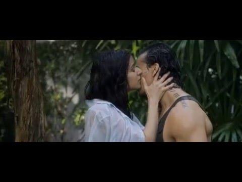 Xxx Mp4 Sexy Kissing Shraddha Kapoor Kissing Tiger Shroff In BAAGHI 3gp Sex