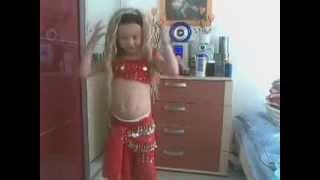 BSP - LITTLE GIRL BELLY DANCING