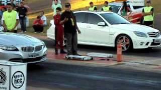 Mercedes- Benz C 63 AMG vs BMW Z4 Drag Race
