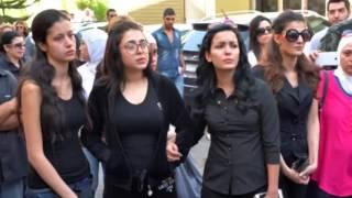 صورمحزنة  في  موكب تشييع  الفنانة رندة مرعشلي وأطفالها الصغار يبكون الجميع
