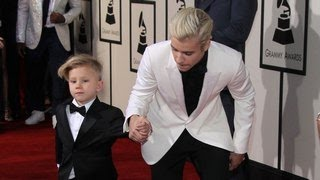2016 Grammy Awards- Justin Bieber And His Little Brother Jaxon Strut Their Stuff On The Red Carpet