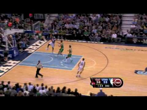 Delonte West finds LeBron James for the jam