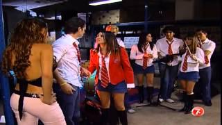 En el ensayo de la banda, Roberta ve a Paula y besa a Diego