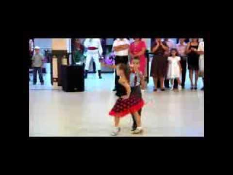 cute gir dance Mere Rashke Qamar Remix Vishmaster  2016