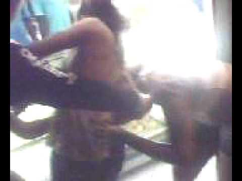 O pau quebrou briga de mulher na padaria do bairro.