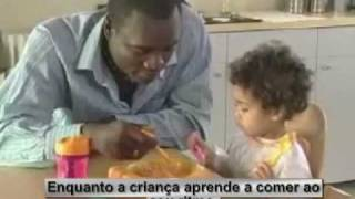 Ensinar a criança a comer sozinha.mp4