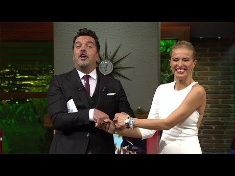 Beyaz Show Beyaz Burcu Esmersoy un elini tutabilmek için fırsatı iyi değerlendirdi