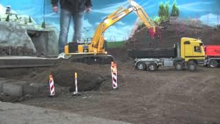 RC CONSTRUCTION SITE: RC EXCAVATORS AT WORK
