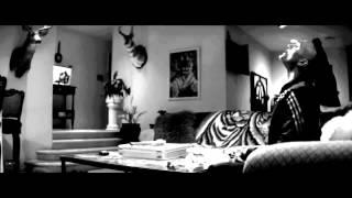 A Girl Walks Home Alone at Night (2014) Trailer, deutsch