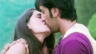 Caught! Ranbir Kapoor And Katrina Kaif Kissing On Their Balcony!