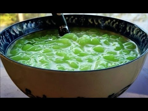 How to make Nom Lort Cambodian pandan flavored jello in a sugary coconut sauce